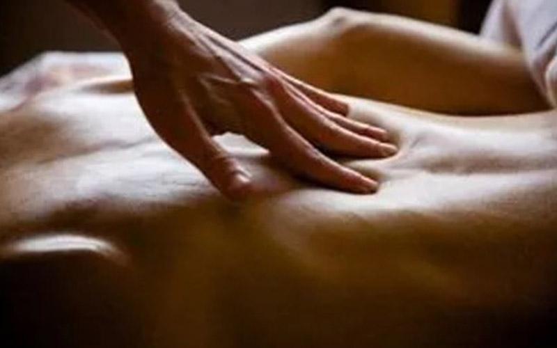 massage-goldfinger-cote-azur-massage-deep-tissue